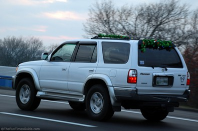 car-suv-christmas-roof-rack.jpg