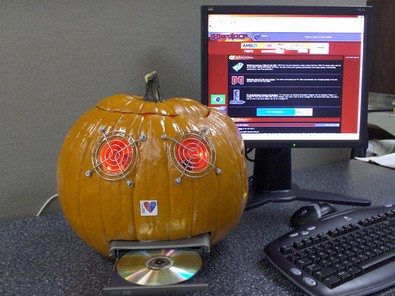 carved-computer-pumpkin-by-chrismeller.jpg