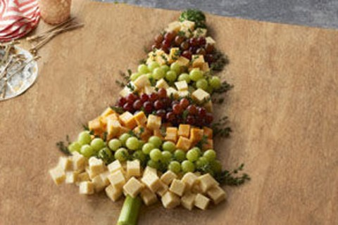 christmas-tree-cheese-and-grapes