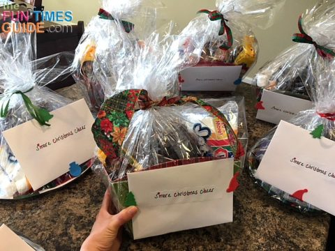 See how to make these easy and inexpensive DIY Christmas gift baskets for your friends and loved ones.