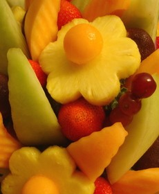 edible-arrangements-by-movetheclouds.jpg