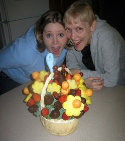 edible-arrangements-fruit-bouquet-by-BenSam.jpg