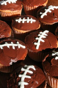 football-cupcakes-for-superbowl-party-by-Lydiat.jpg