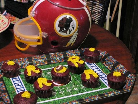football-cupcakes-for-superbowl-party-by-littlerottenrobin.jpg