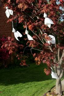 ghosts-in-halloween-tree-by-gwen.jpg