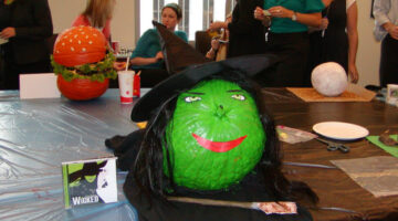 How To Make Cheap Halloween Decorations From Everyday Items (VIDEO)