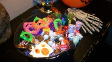 Clever Halloween Treats For Kids: Cheap Non-Food Halloween Gifts That Kids Love To Receive When Trick-Or-Treating