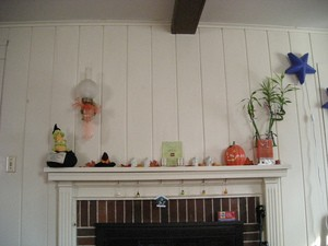 halloween-decorations-on-fireplace-mantel-by-girl_named_fred.jpg