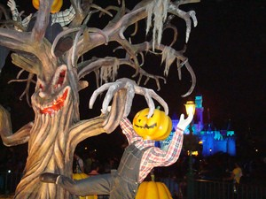 halloween-talking-tree-by-shodan.jpg