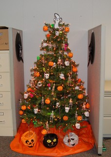 halloween-tree-by-Suzie_T.jpg
