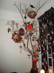 halloween-tree-by-bitchcakesny.jpg