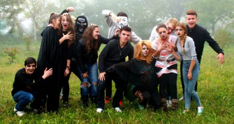 horror movie themed halloween costumes for a large group