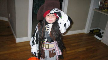 kids-pirate-halloween-costume