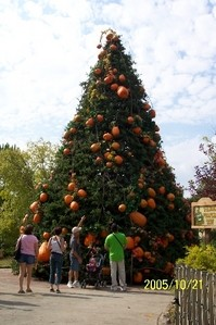 large-halloween-tree-by-Baerana.jpg