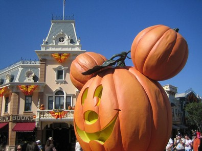 mickey-mouse-head-pumpkins-by-beaster725.jpg