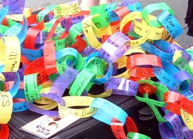 paper-chain-with-reasons-to-be-thankful-by-chatirygirl.jpg