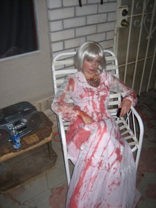 people-as-porch-props-for-halloween-by-Todd_Huffman.jpg