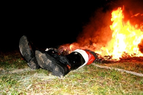 santa-died-in-a-fire-by-fyunkie.jpg
