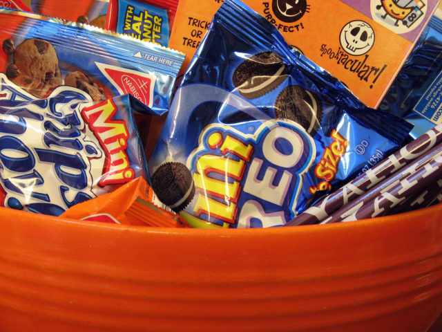 The Best Halloween Candy To Hand Out: A List Of Halloween Treats ...