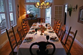 thanksgiving-day-dinner-table-by-monmart.jpg