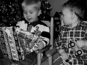 two-brothers-opening-christmas-gifts-by-platinumblondelife.jpg